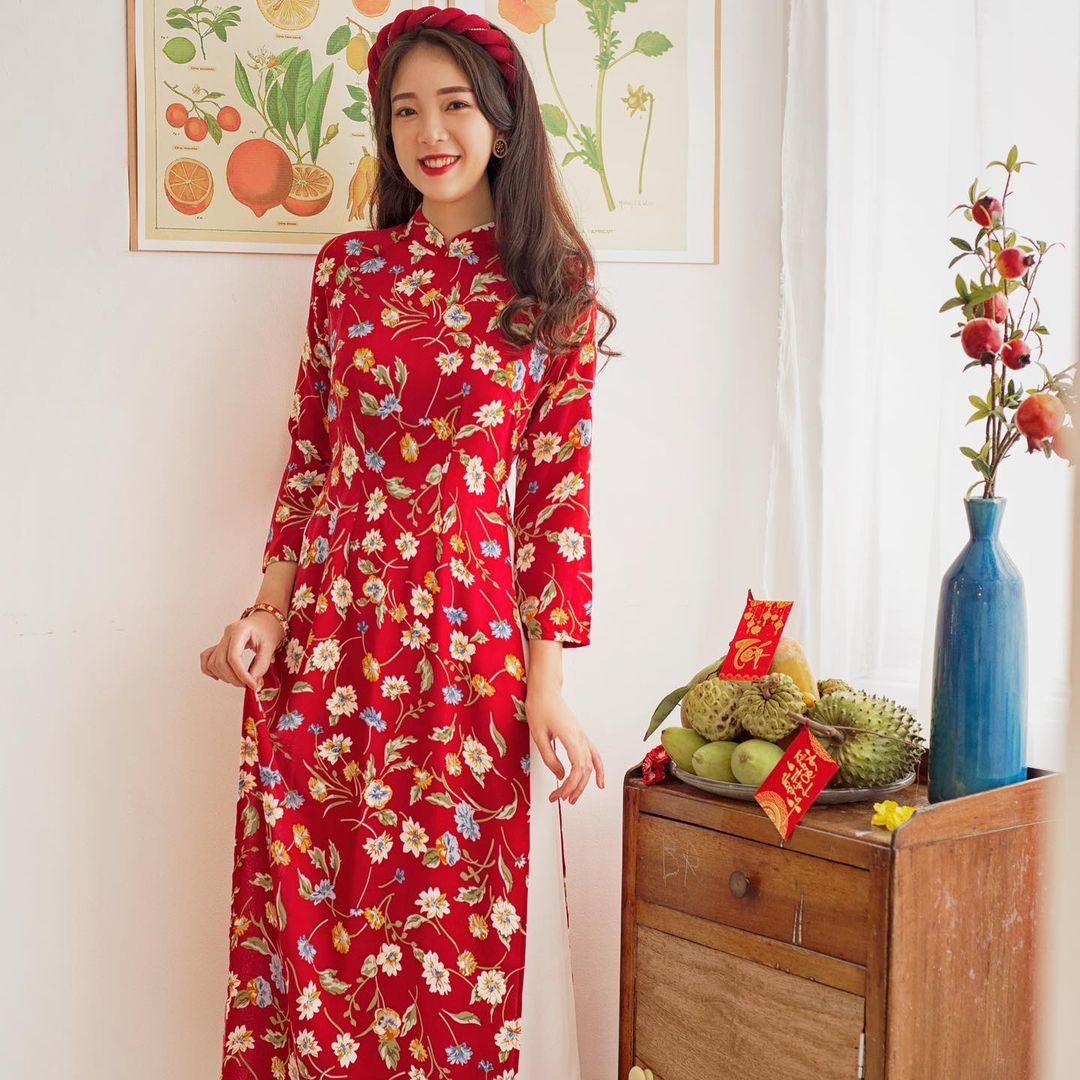8 mẫu áo dài đỏ từ 450k nổi bật và tươi tắn hết sức để diện dịp đón năm mới - Ảnh 7.