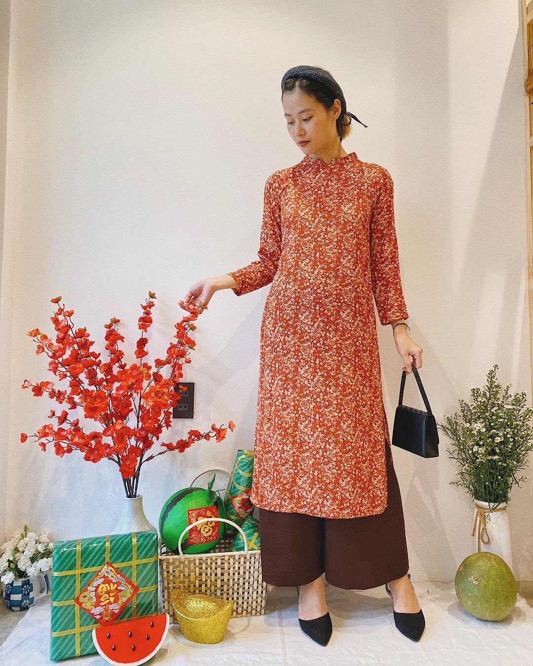 10 mẫu áo dài đỏ từ 450k nổi bật và tươi tắn hết sức để diện dịp đón năm mới - Ảnh 17.