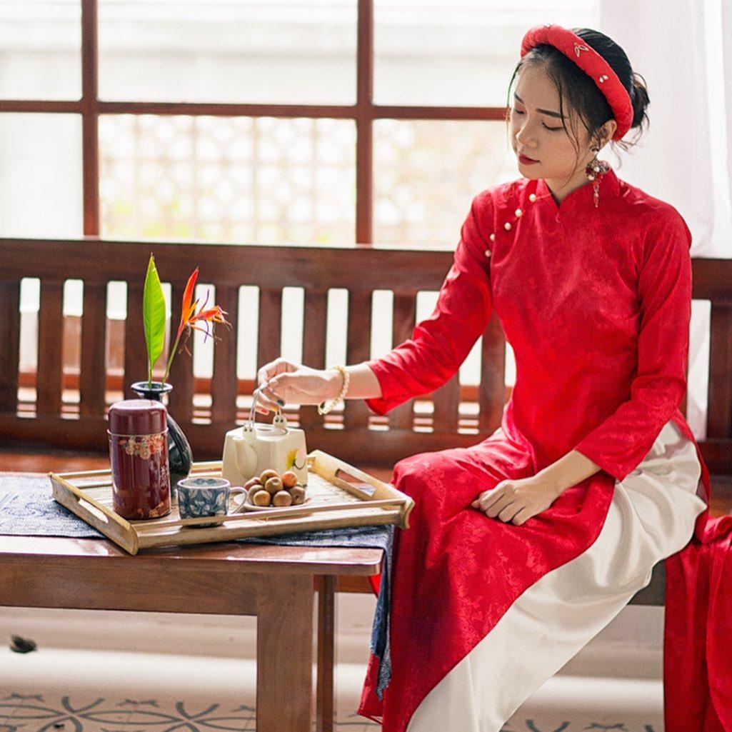 8 mẫu áo dài đỏ từ 450k nổi bật và tươi tắn hết sức để diện dịp đón năm mới - Ảnh 13.