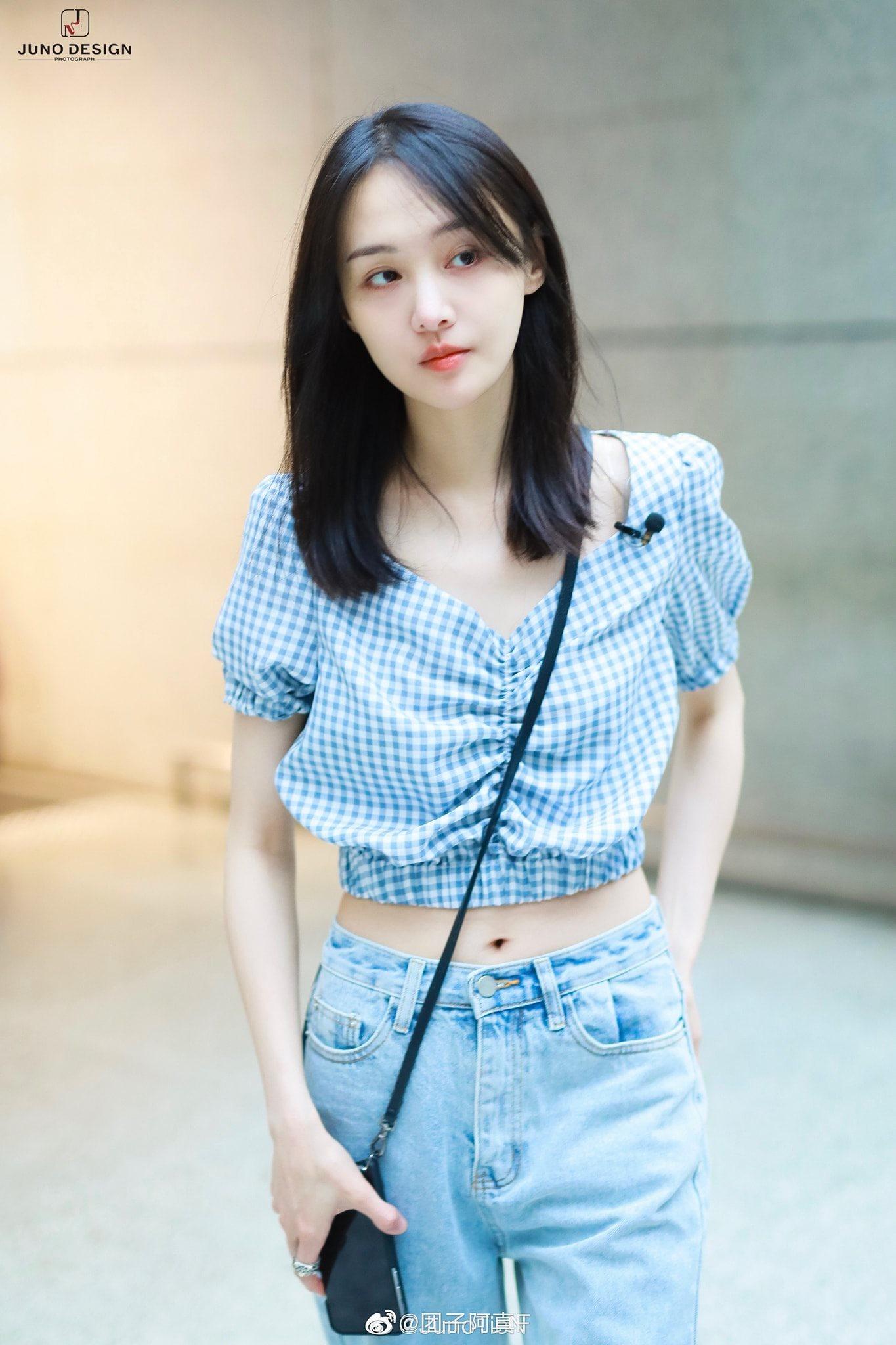 Fan soi ra chi tiết bất thường trong thời gian bị đồn mang thai của Trịnh Sảng, trang phục đã nói lên tất cả - Ảnh 2.