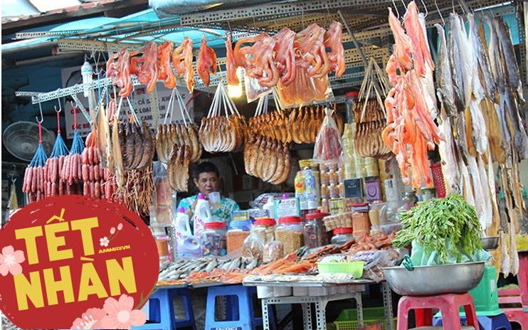 """Ghé chợ Campuchia ở Sài Gòn """"săn"""" món lạ ăn Tết: Cầm vài trăm nghìn mua được những gì?"""