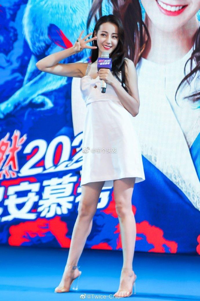 """Đúng là """"idol đẹp như Hoa hậu"""": Jisoo lấn át Nhiệt Ba khi đụng hàng, còn khơi lại vụ diện đồ nhái của Lan Ngọc - Ảnh 4."""
