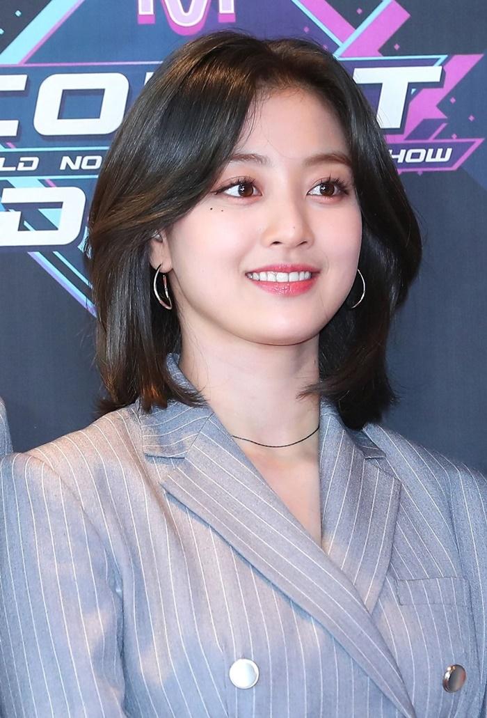 Trưởng nhóm Twice khiến dân tình tranh cãi khi để tóc bob: Visual thăng hạng đến độ từng lấn át cả Sana? - Ảnh 3.