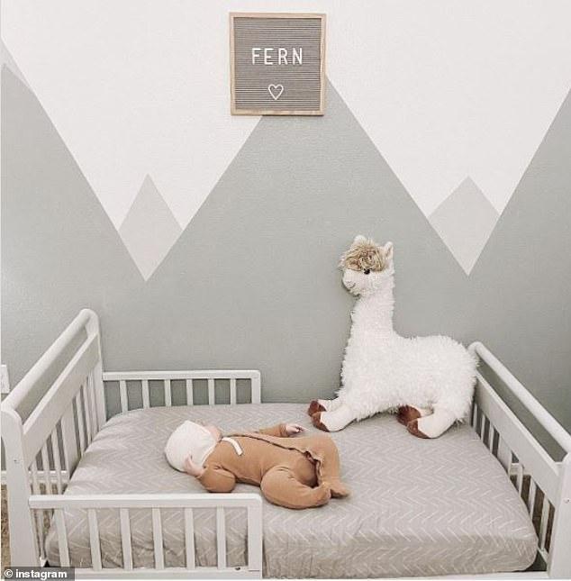Quyết định cho con nằm giường thay cho nằm cũi, bà mẹ không ngờ mình lại bị ném đã dữ dội chỉ vì một lý do - Ảnh 1.