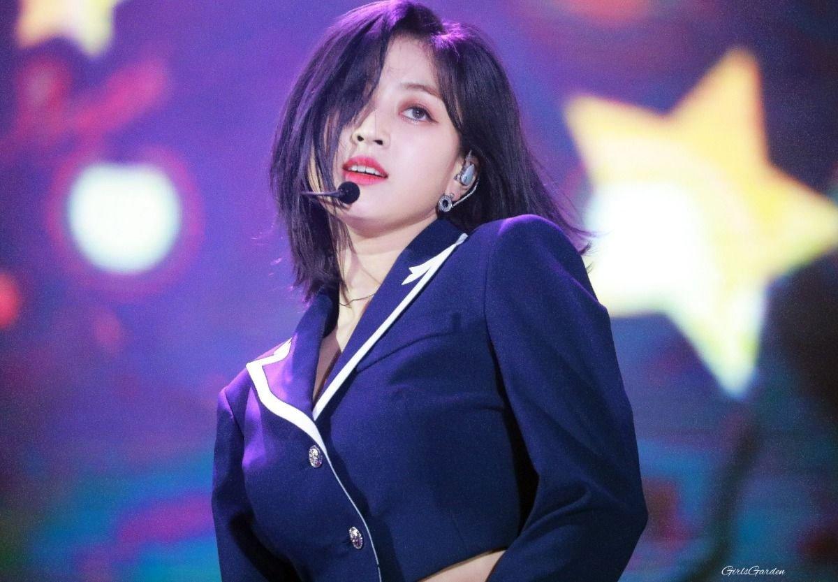 Trưởng nhóm Twice khiến dân tình tranh cãi khi để tóc bob: Visual thăng hạng đến độ từng lấn át cả Sana? - Ảnh 9.