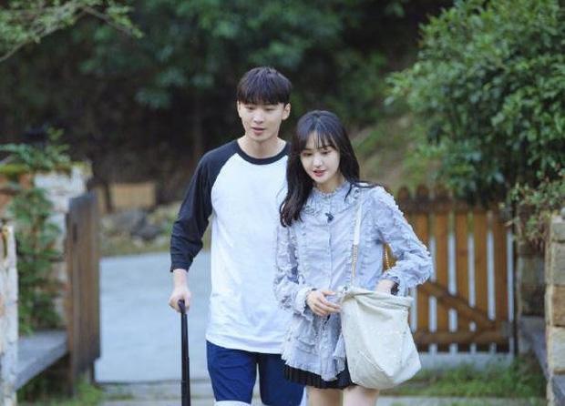 Netizen đào bới cảnh gây sốc: Trương Hằng ôm bụng bầu, van xin Trịnh Sảng đừng đi trên sóng truyền hình - Ảnh 4.