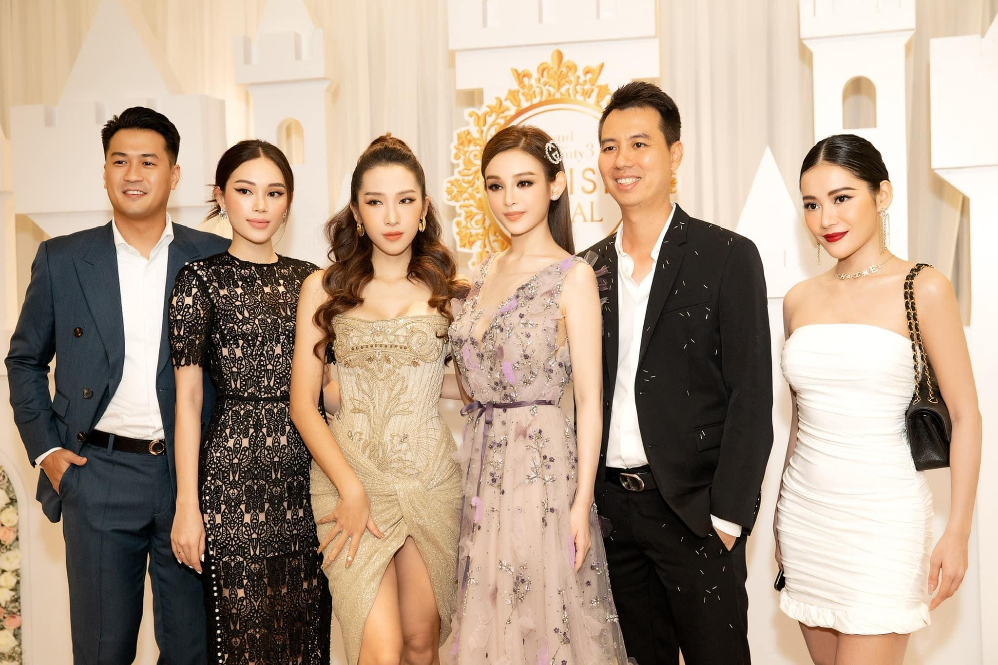 """Chọn bộ đầm hơi già so với tuổi 28 nhưng Linh Rin vẫn sang hết phần hội chị em sexy hở bạo: """"Cân"""" từ Emilly đến Huyền Baby chứ chẳng vừa - Ảnh 3."""