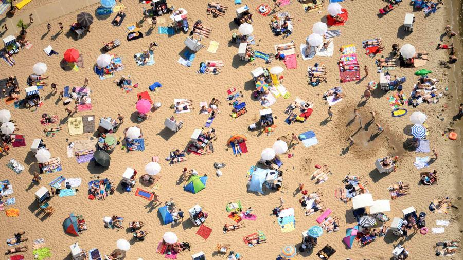 """Người Đức khỏa thân tắm nắng, chơi đùa nơi công cộng khiến nhiều du khách """"ngượng ngùng"""", tưởng hành vi vô ý thức mà lại là nét văn hóa không-thể-thiếu - Ảnh 4."""