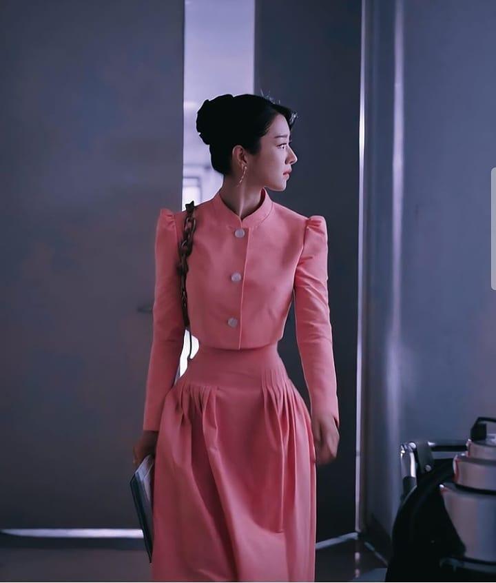 """Mix & Phối - Váy siết eo cao vút mà Seo Ye Ji mặc trong """"Điên Thì Có Sao"""" trở thành chuẩn mực khoe dáng của sao Hàn - chanvaydep.net 1"""