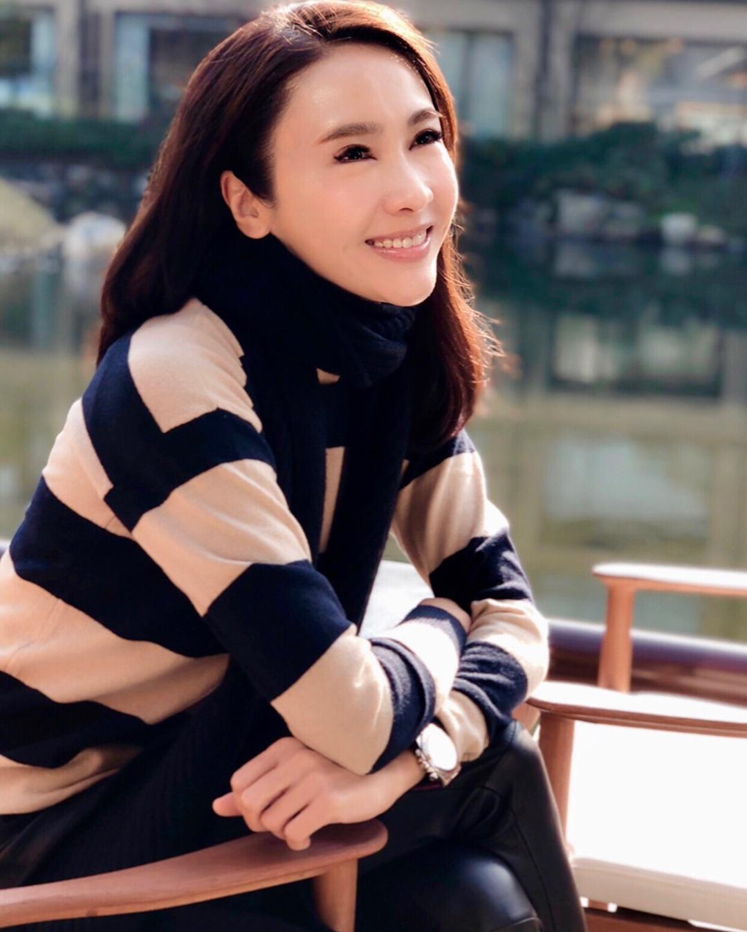 """""""Đệ nhất mỹ nhân TVB"""" bật mí thời điểm không được uống nước để da dẻ mịn màng, tươi trẻ: Bí mật nhan sắc tuổi 49 nằm hết ở đây - Ảnh 5."""