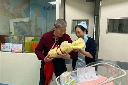 Người phụ nữ 67 tuổi nhất quyết sinh con bất chấp sự phản đối của các con, chuyện gì đã xảy ra? - Ảnh 2.