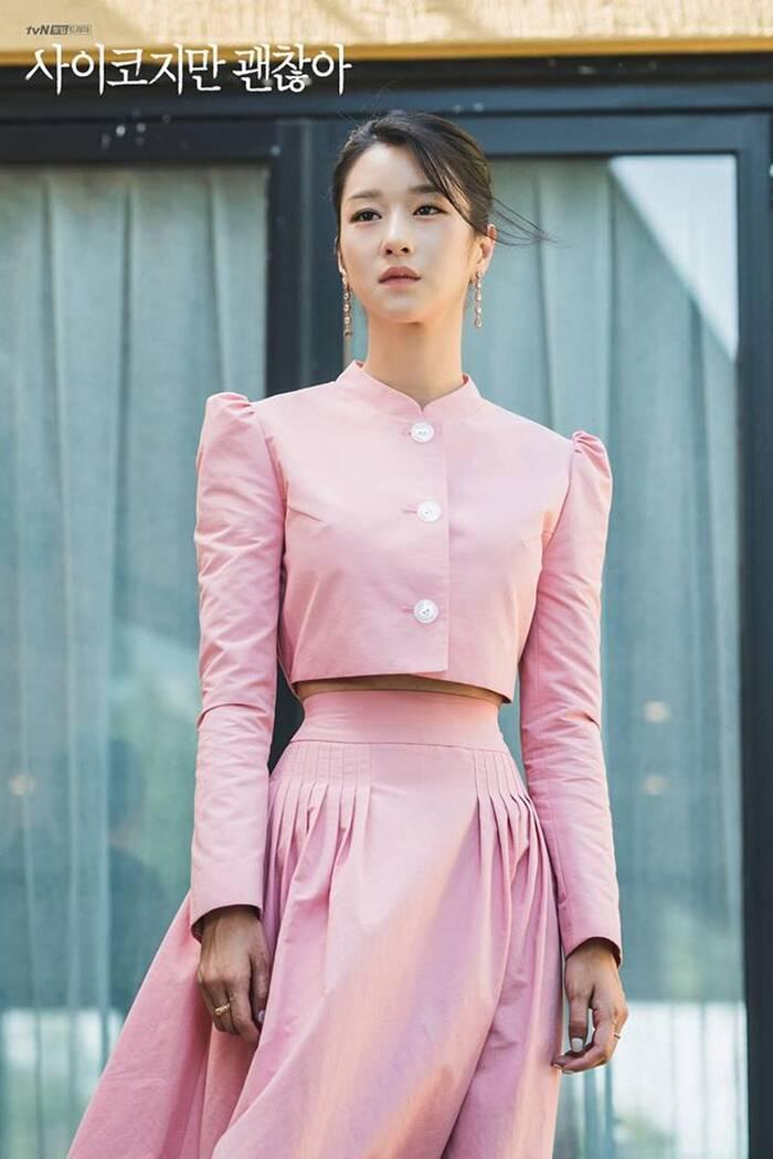 """Mix & Phối - Váy siết eo cao vút mà Seo Ye Ji mặc trong """"Điên Thì Có Sao"""" trở thành chuẩn mực khoe dáng của sao Hàn - chanvaydep.net 2"""