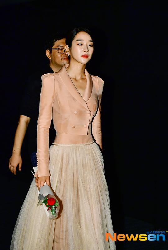 """Mix & Phối - Váy siết eo cao vút mà Seo Ye Ji mặc trong """"Điên Thì Có Sao"""" trở thành chuẩn mực khoe dáng của sao Hàn - chanvaydep.net 3"""