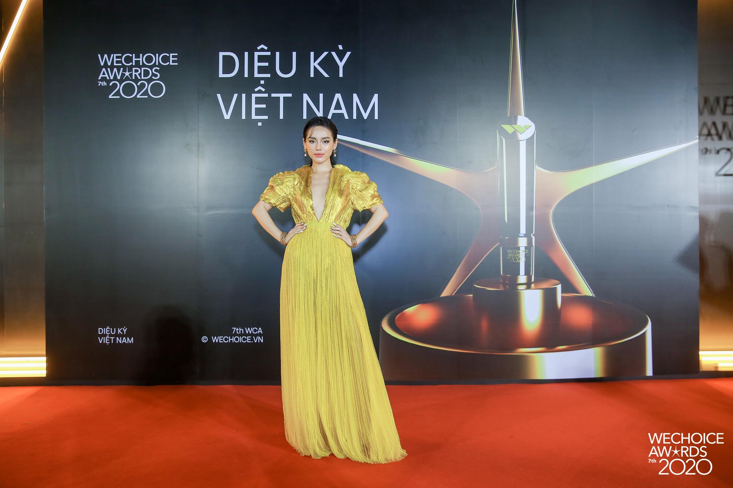 Khánh Linh như nữ thần tại WeChoice Awards, đụng váy 350 triệu của NTK Công Trí với sao ngoại mà ăn đứt - Ảnh 5.