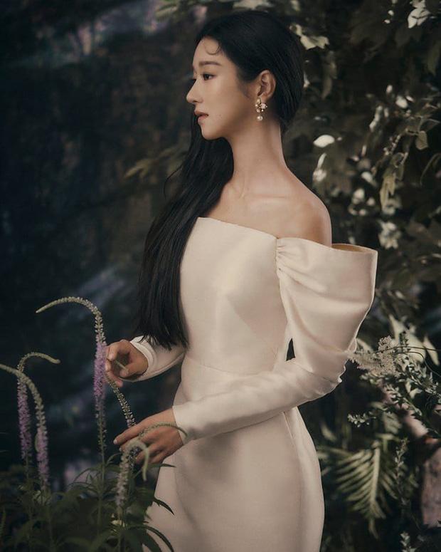 """Đụng váy, """"điên nữ"""" Seo Ye Ji hiền quá hóa nhạt trước một Suzy thú vị bất ngờ - Ảnh 2."""