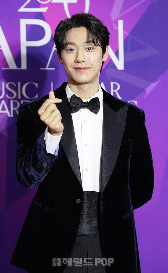 """Thảm đỏ """"hot"""" nhất Kbiz: Hyun Bin lẻ bóng xuất hiện sau khi xác nhận hẹn hò, Seo Ye Ji khoe vai trần với váy xẻ táo bạo - Ảnh 6."""