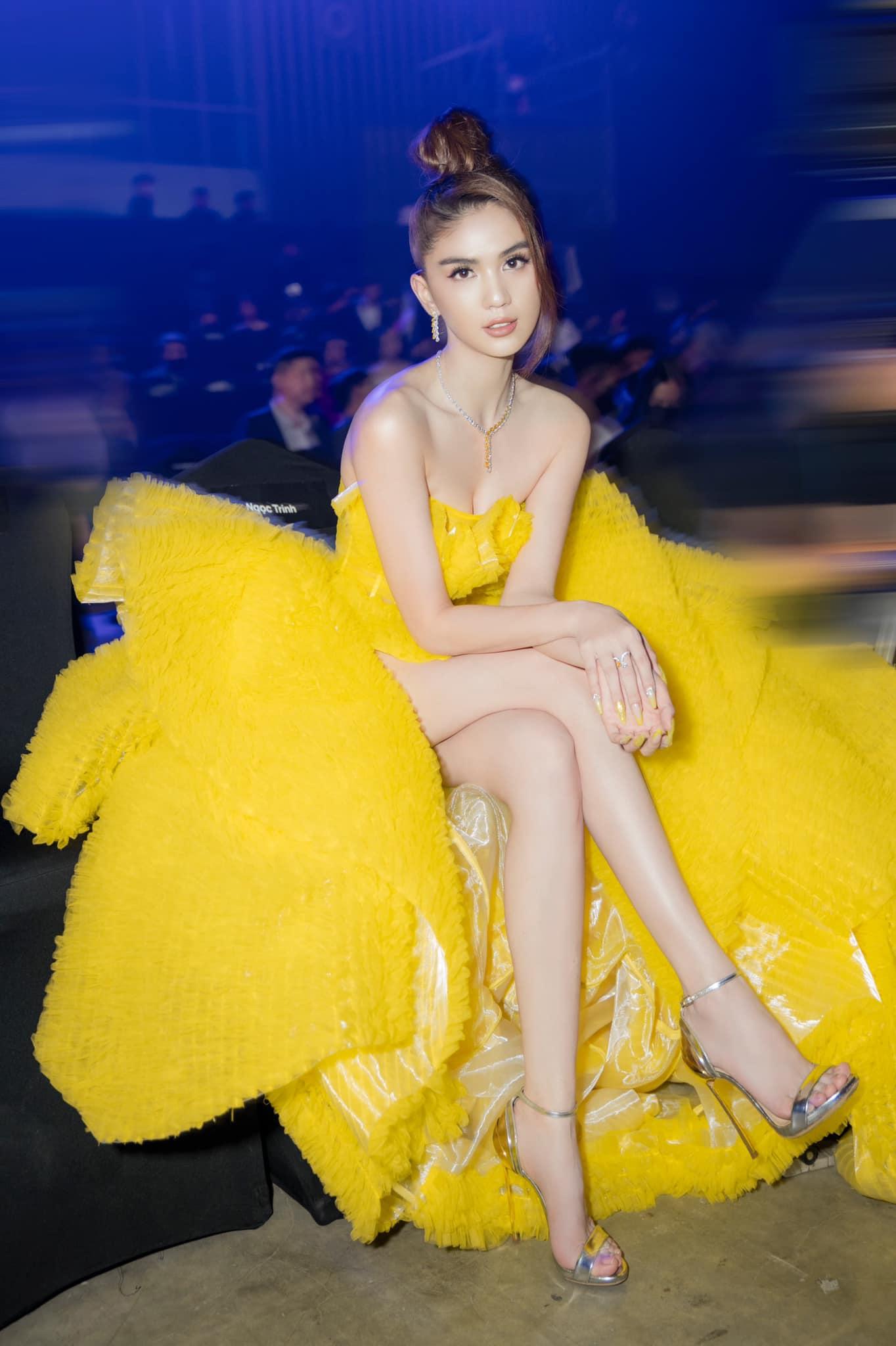 """Mix & Phối - Đại hội đồ nhái: Loạt trang phục của sao Việt bị bóc đến bẽ bàng, chiếc váy cồng kềnh của Ngọc Trinh cũng vướng """"thị phi"""" - chanvaydep.net 4"""