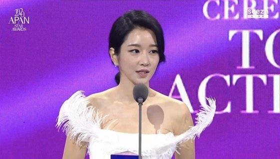 Hyun Bin xuất sắc giành Daesang danh giá, sốc nhất là màn nhắn gửi cực ngọt dành cho Son Ye Jin khi nhận giải  - Ảnh 4.