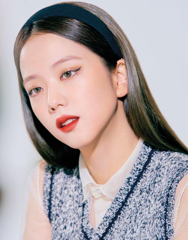 """Đụng set đồ siêu trẻ với Jisoo, """"chị gái"""" 31 tuổi Sooyoung liệu có bị đàn em lấn át? - Ảnh 2."""
