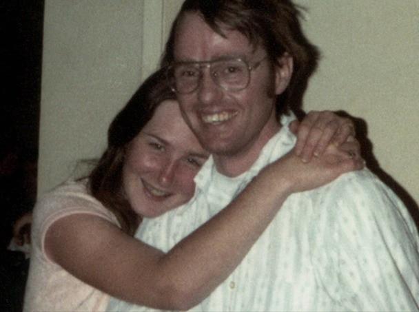Thiếu nữ đi nhờ xe cặp vợ chồng trẻ, ngồi cạnh hộp gỗ kỳ lạ không ngờ mở ra 7 năm địa ngục: Cả ngày nằm trong quan tài để bị cưỡng hiếp - Ảnh 7.