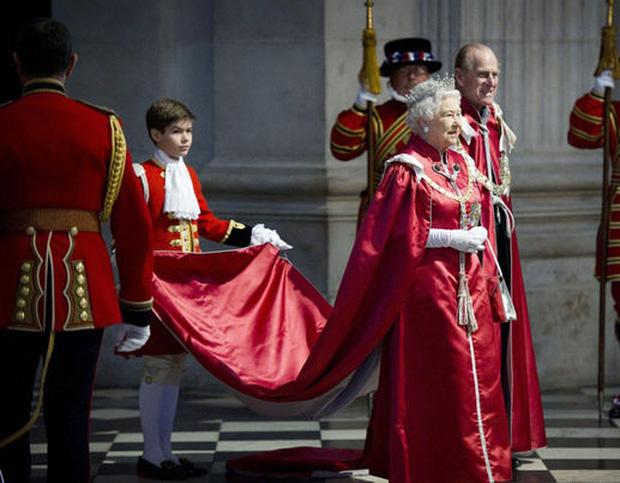 Cháu trai cực phẩm của Nữ hoàng Anh ít người biết đến: Thân hình chuẩn 6 múi, gương mặt vạn người mê cùng profile đáng nể - Ảnh 3.