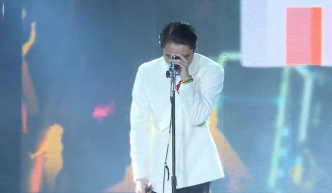 """Sơn Tùng M-TP nói """"Thương em"""" thì Thiều Bảo Trâm có MV """"Thương anh"""", dáng chuẩn mặt xinh thế này cơ mà  - Ảnh 1."""
