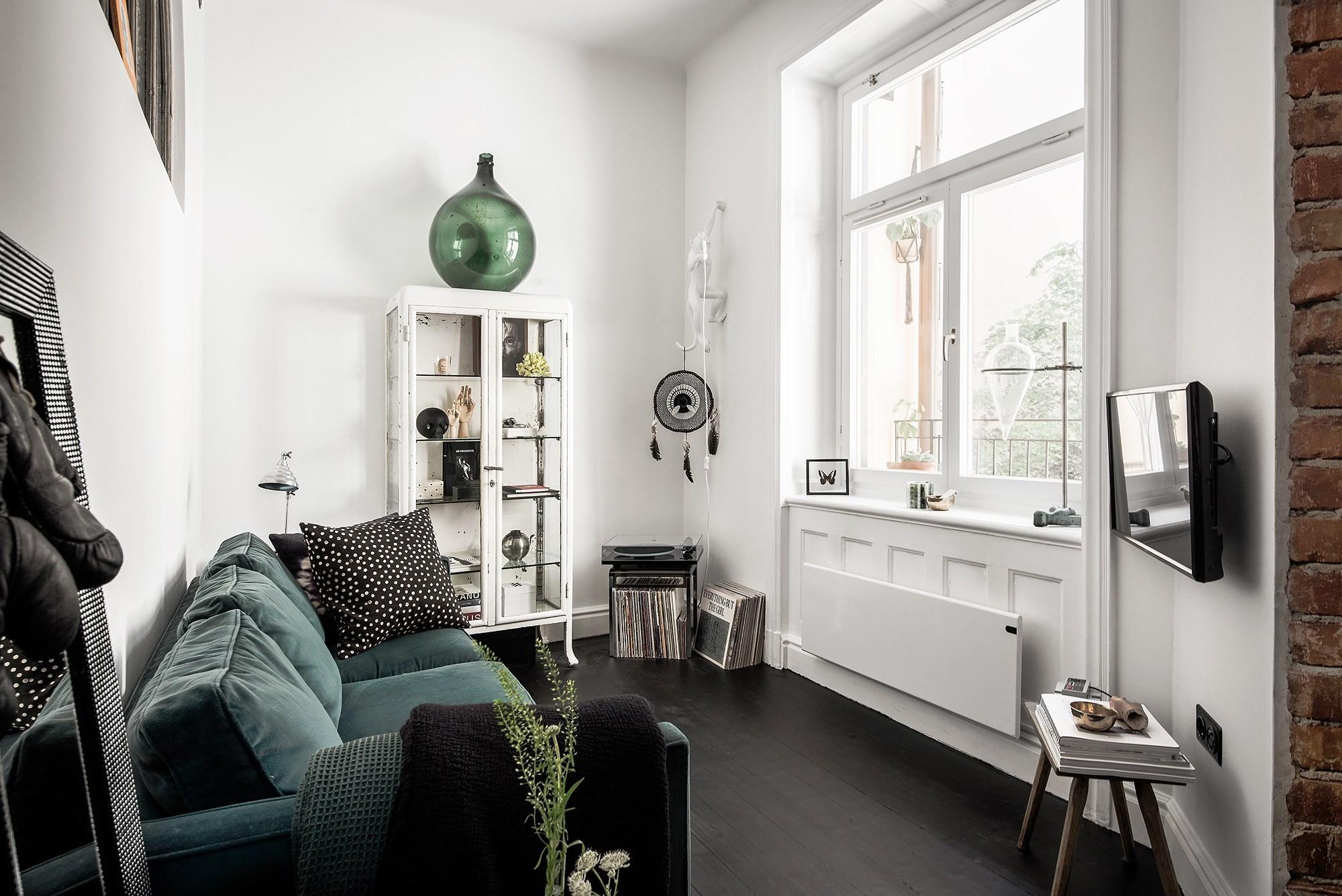 Tận dụng đồ cũ, căn hộ 42m² vẫn đẹp cá tính từng góc nhỏ - Ảnh 1.