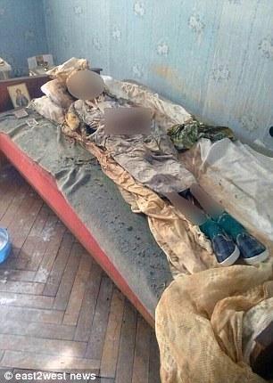 Đột nhập căn nhà của cụ bà 77 tuổi sống một mình, cảnh sát bàng hoàng phát hiện xác ướp 30 năm tuổi, danh tính cái xác gây bất ngờ