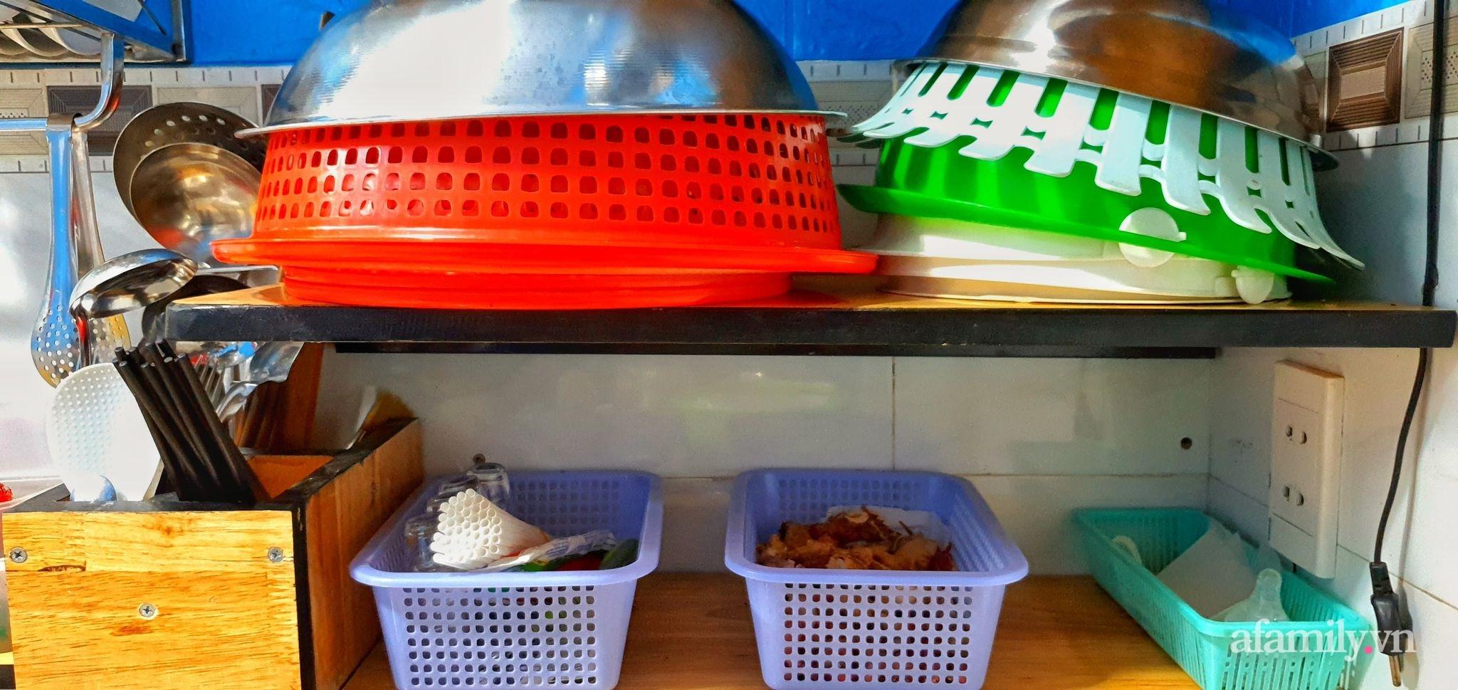 """Căn bếp 5m² luôn gọn sạch, thơm tho nhờ bí quyết """"nhỏ nhưng có võ"""" của ông bố trẻ Sài Gòn - Ảnh 5."""