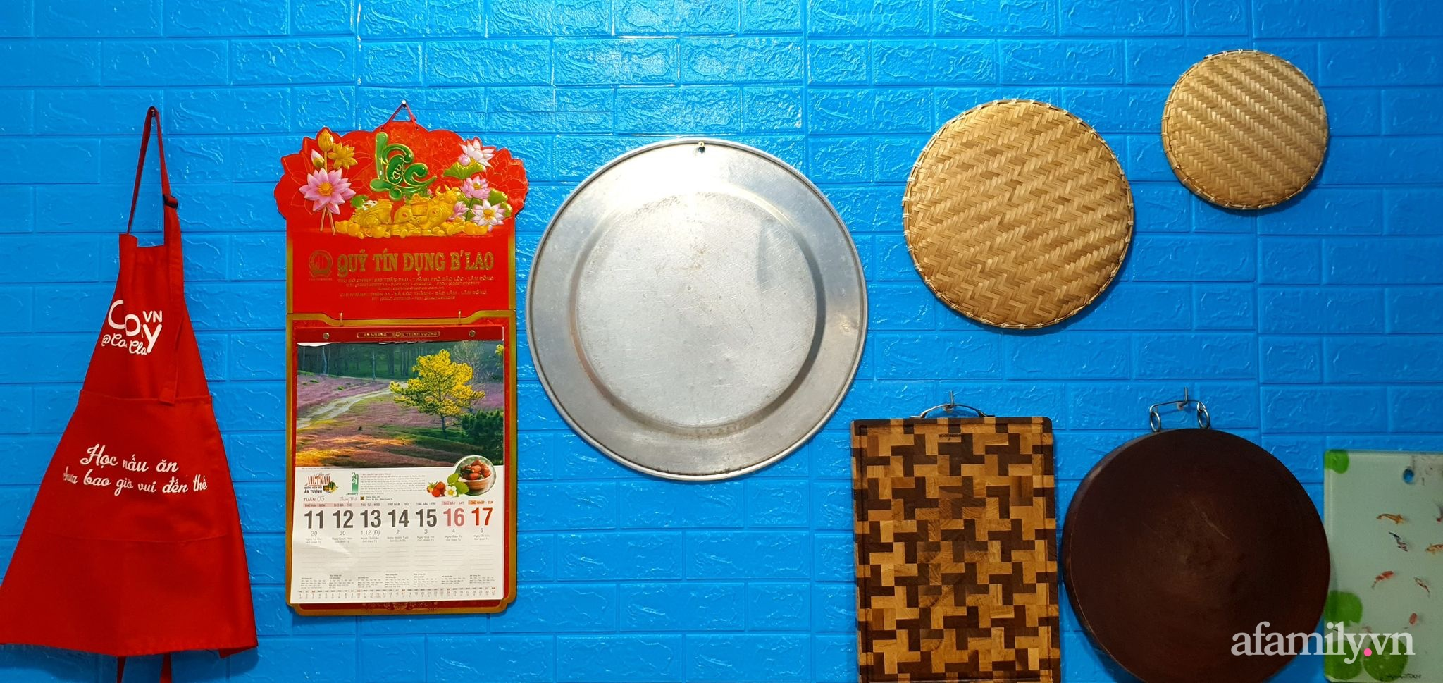 """Căn bếp 5m² luôn gọn sạch, thơm tho nhờ bí quyết """"nhỏ nhưng có võ"""" của ông bố trẻ Sài Gòn - Ảnh 6."""