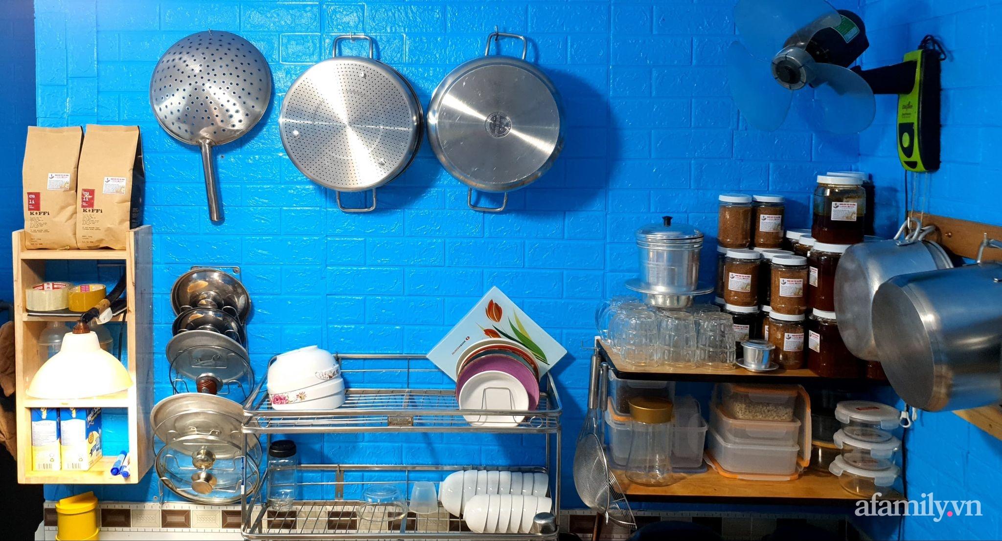 """Căn bếp 5m² luôn gọn sạch, thơm tho nhờ bí quyết """"nhỏ nhưng có võ"""" của ông bố trẻ Sài Gòn - Ảnh 3."""