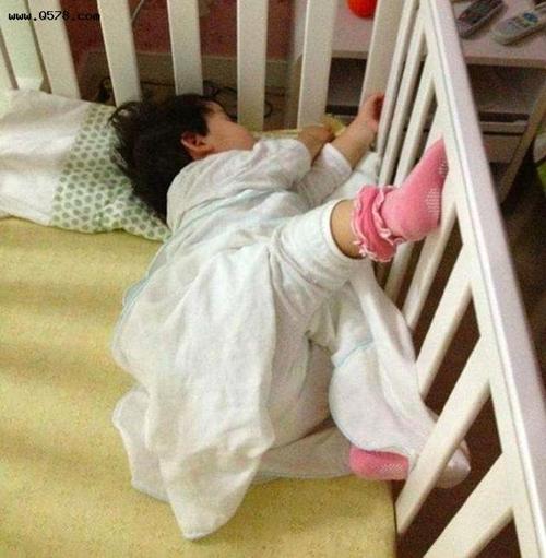 """Tư thế ngủ của lũ trẻ: Chỉ có """"bá đạo"""" hơn chứ không có bá đạo nhất! - Ảnh 4."""