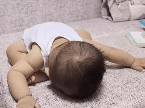 """Tư thế ngủ của lũ trẻ: Chỉ có """"bá đạo"""" hơn chứ không có bá đạo nhất! - Ảnh 10."""