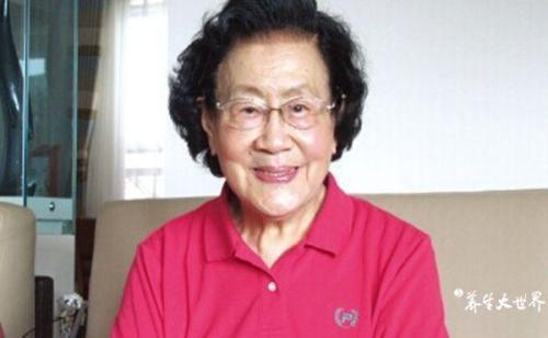 Vị bác sĩ da liễu 99 tuổi da dẻ vẫn căng bóng, hồng hào, bà tiết lộ 3 món mình không bao giờ ăn, 4 việc nhỏ thường làm mỗi ngày - Ảnh 2.