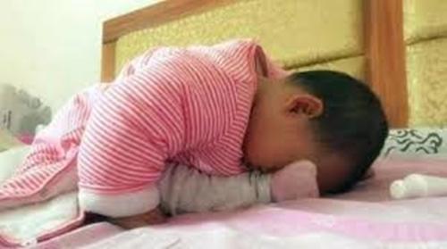 """Tư thế ngủ của lũ trẻ: Chỉ có """"bá đạo"""" hơn chứ không có bá đạo nhất! - Ảnh 12."""