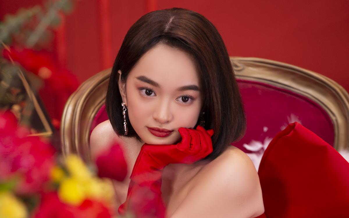 """""""Gái già lắm chiêu V"""": Kaity Nguyễn sang chảnh, đẹp kiêu kỳ trong màn chúc Tết giàu sang"""
