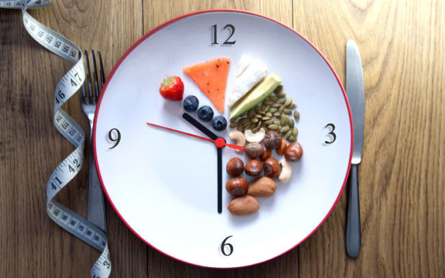 Một tuần giảm ngay 7kg, người phụ nữ tiết lộ nhờ áp dụng mẹo ăn kiêng này từ tiến sĩ nổi tiếng Oz - Ảnh 1.
