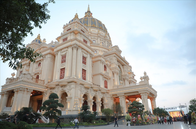 Cận cảnh phòng giặt đồ cao cấp cho đại gia trong lâu đài mạ vàng gây choáng ở Ninh Bình: Có giá bằng cả căn nhà của người bình thường - Ảnh 2.