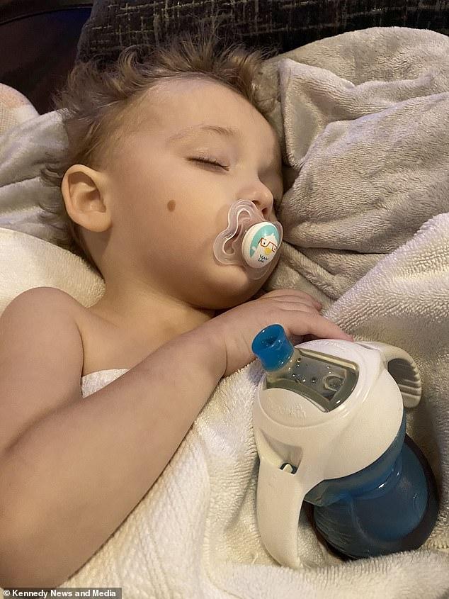 Bé trai 23 tháng tuổi bỗng bị ho và nôn ra máu rồi tử vong, bố mẹ bàng hoàng khi nghe kết quả khám nghiệm tử thi - Ảnh 3.