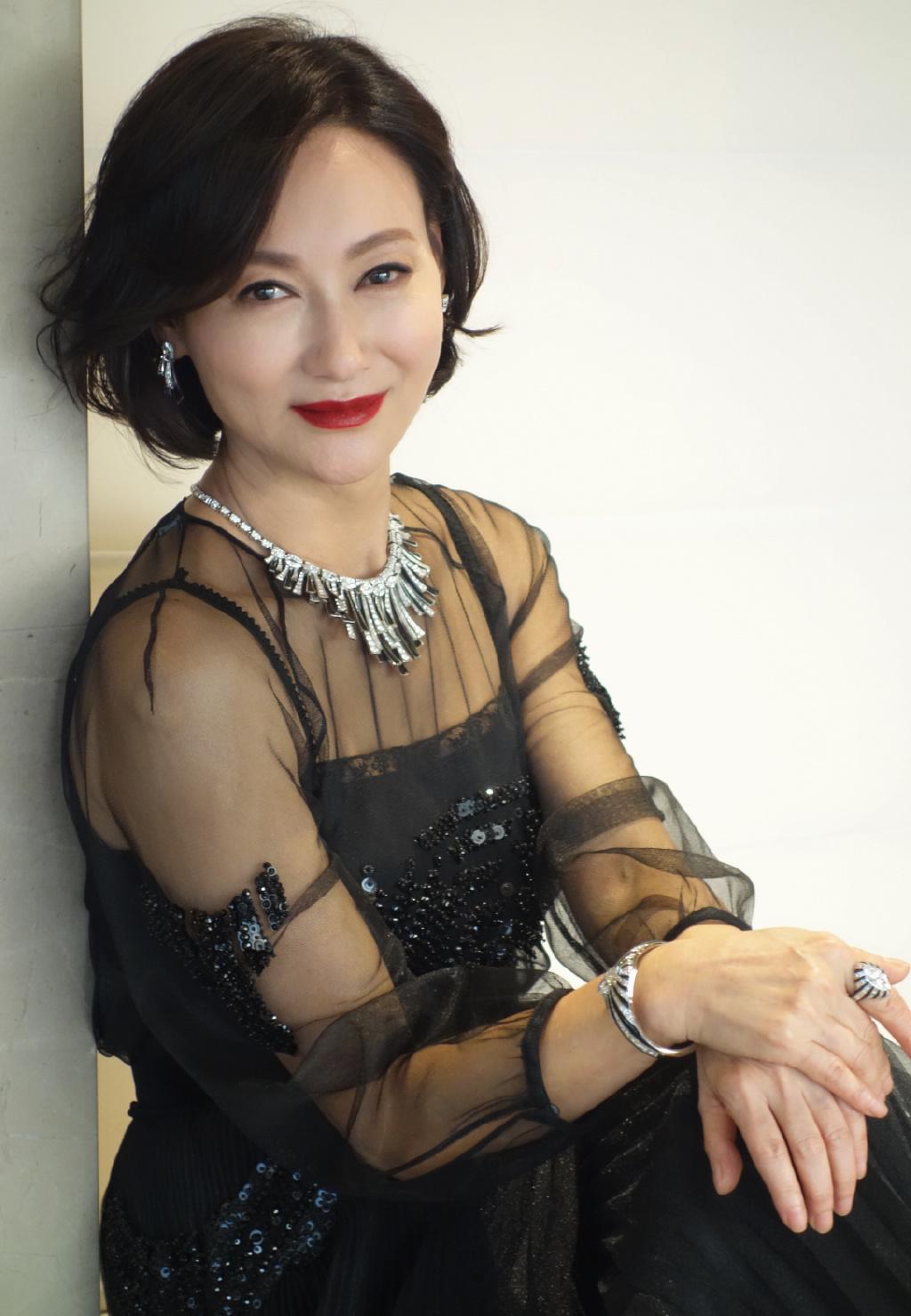 Mỹ nhân Hong Kong đã 60 tuổi làn da vẫn đẹp nuột nà nhờ 2 nguyên liệu làm đẹp đơn giản, rẻ tiền ai cũng có thể học theo - Ảnh 1.