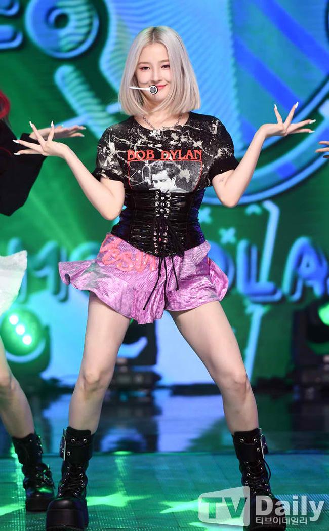 """Nancy (MOMOLAND) gây tranh cãi vì đôi chân """"to như cái cột đình"""", nhưng netizen lại không thể phủ nhận được điều này - Ảnh 2."""