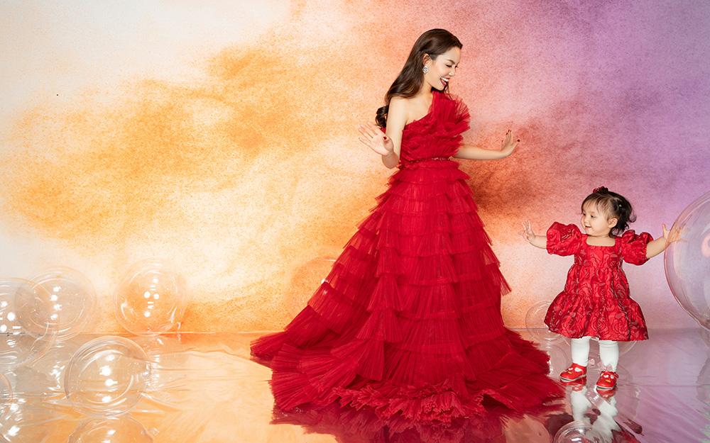 Ca sĩ Ngọc Anh khoe thân hình thon gọn ở tuổi 40 bên con gái cưng