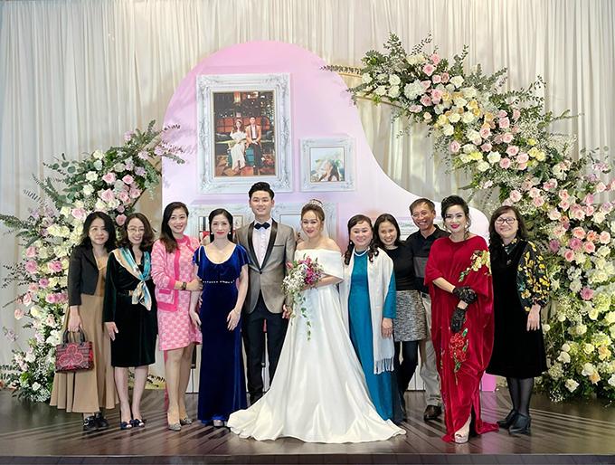 Đám cưới con gái Thanh Lam: Hồng Nhung công khai sánh đôi bên bạn trai ngoại quốc, Mỹ Linh và dàn sao đình đám cùng góp mặt - Ảnh 2.
