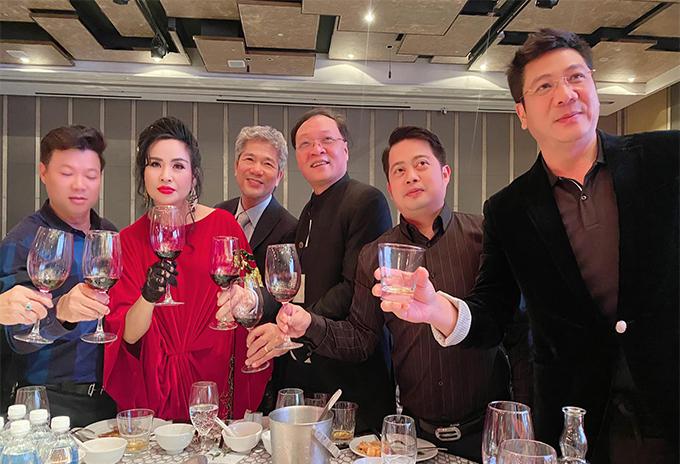 Đám cưới con gái Thanh Lam: Hồng Nhung công khai sánh đôi bên bạn trai ngoại quốc, Mỹ Linh và dàn sao đình đám cùng góp mặt - Ảnh 4.