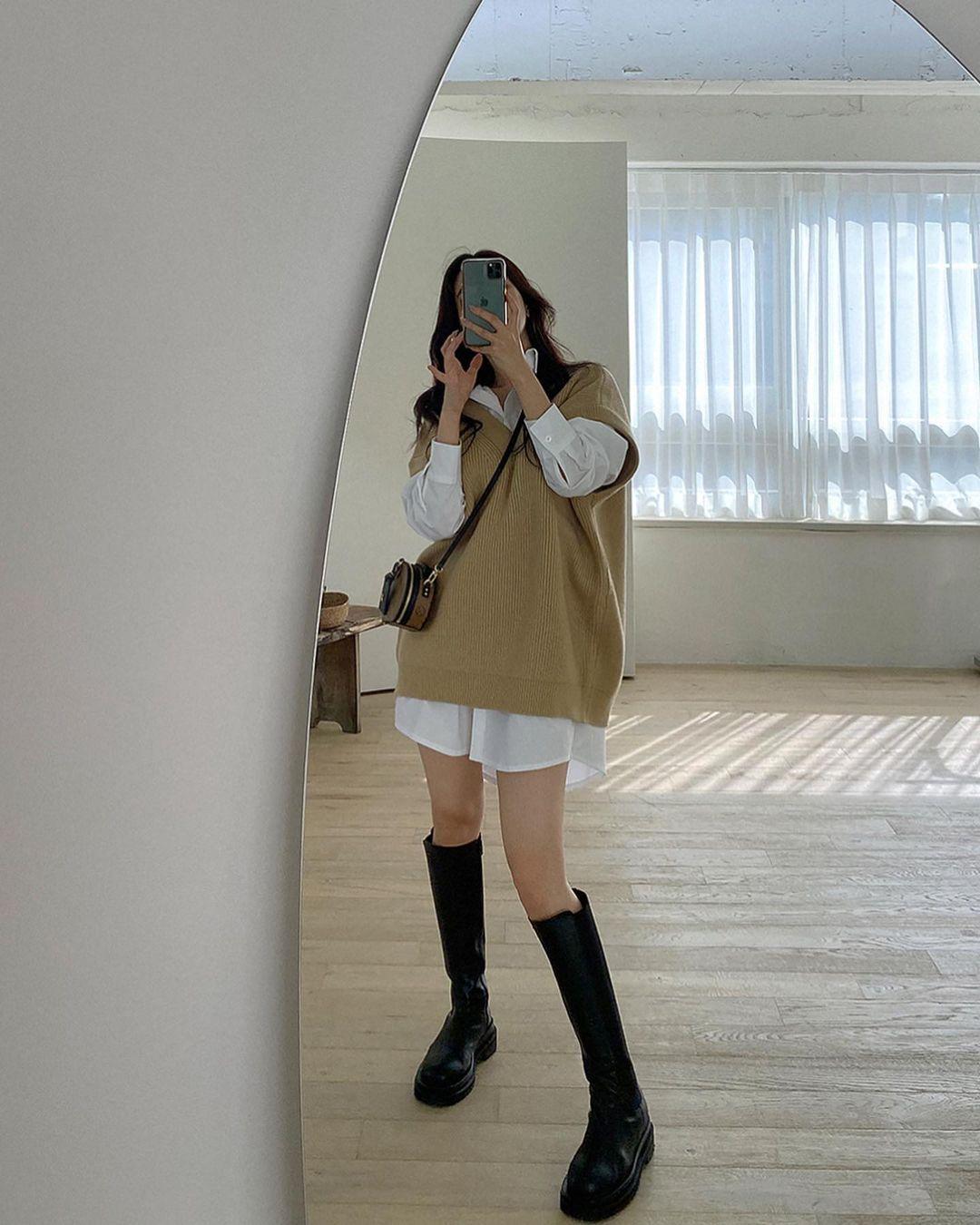 """12 cách diện boots cao đến gối được những nàng sành mặc mê nhất lúc này, update ngay để không """"tụt trend"""" bạn ơi - Ảnh 3."""