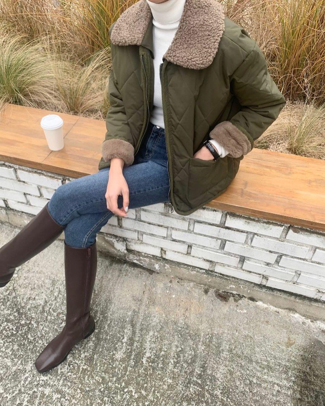 """12 cách diện boots cao đến gối được những nàng sành mặc mê nhất lúc này, update ngay để không """"tụt trend"""" bạn ơi - Ảnh 1."""