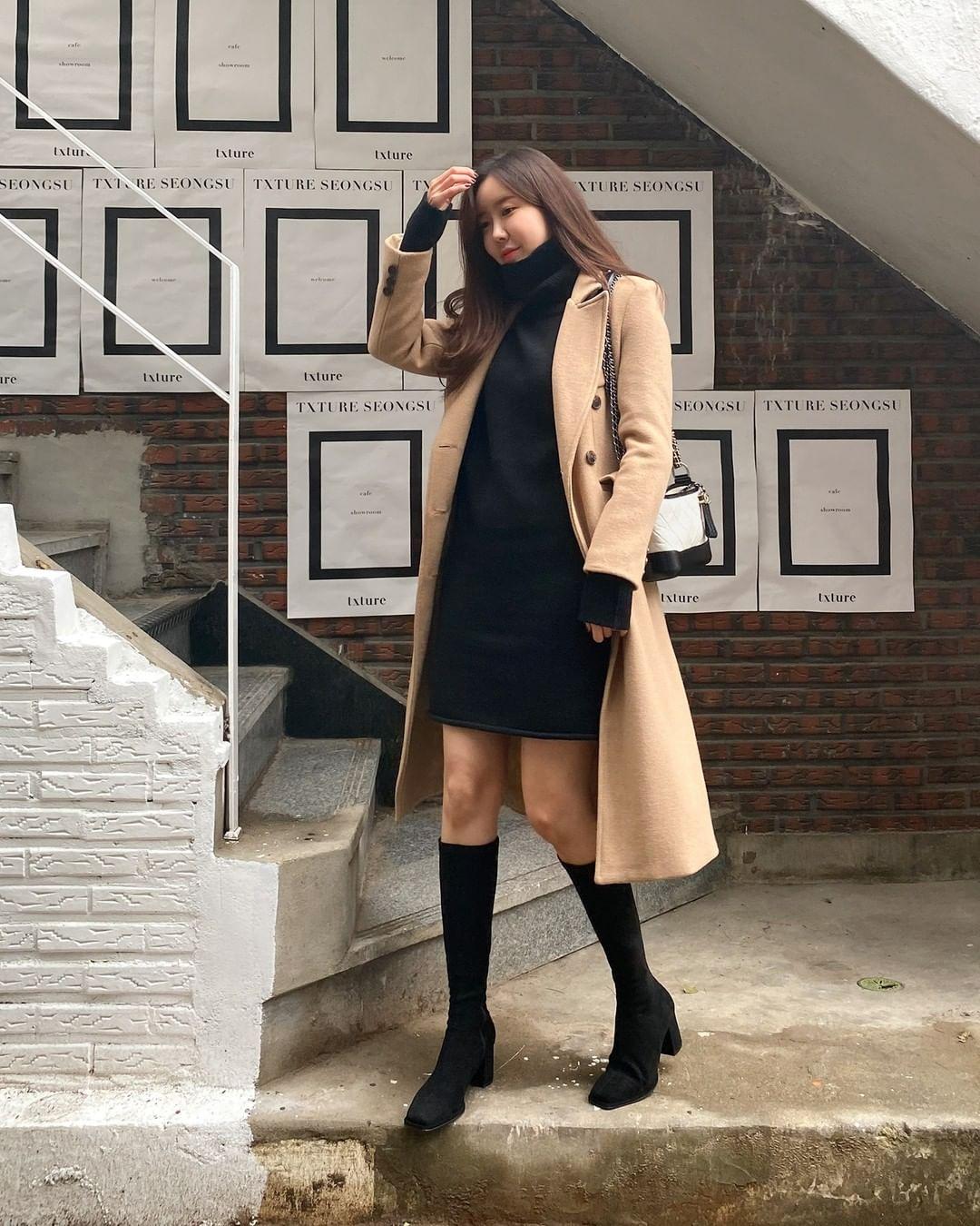 """12 cách diện boots cao đến gối được những nàng sành mặc mê nhất lúc này, update ngay để không """"tụt trend"""" bạn ơi - Ảnh 9."""