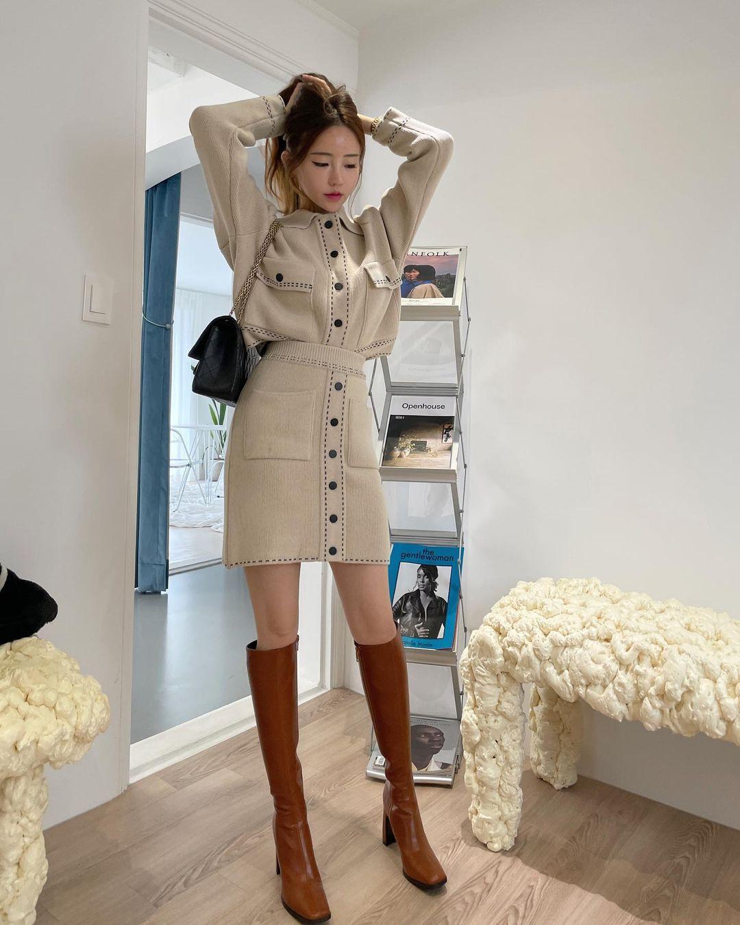"""12 cách diện boots cao đến gối được những nàng sành mặc mê nhất lúc này, update ngay để không """"tụt trend"""" bạn ơi - Ảnh 6."""