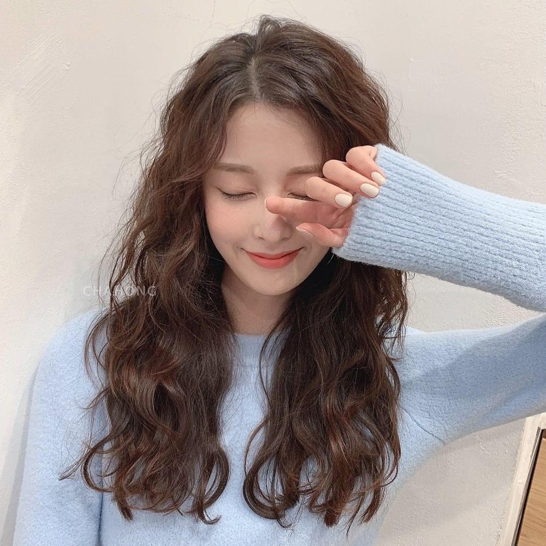 Chuyên gia Hàn Quốc hé lộ cách chăm sóc tóc chuẩn chỉnh giúp tóc bồng bềnh như mới đi tạo kiểu ngoài tiệm - Ảnh 1.