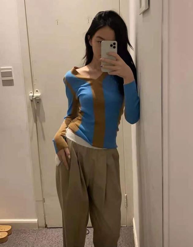 Con gái Vương Phi gây chú ý nhờ sở hữu thân hình với đường cong hút mắt dù mới 14 tuổi - Ảnh 1.
